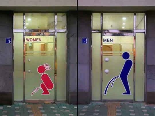 Placas de banheiro criativas
