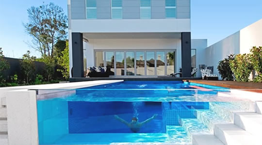 10 interessantes piscinas transparentes. Black Bedroom Furniture Sets. Home Design Ideas