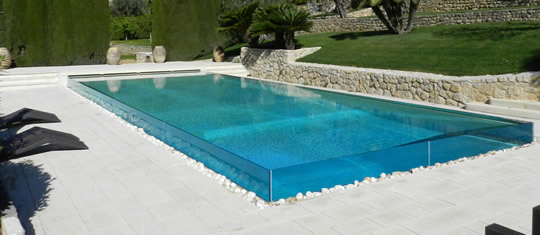 10 interessantes piscinas transparentes for Piscinas de goma