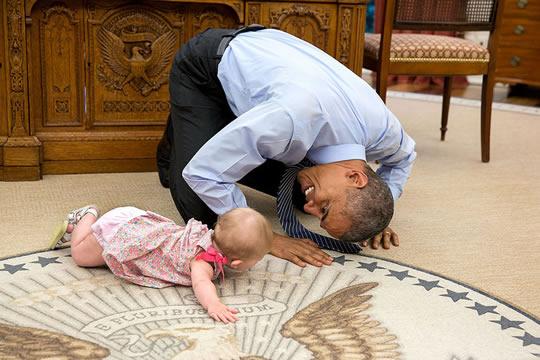 obama brincando com bebe